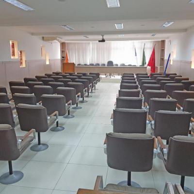 Grande oportunidade: Prédio Comercial Centro auditório 12 salas 6 vagas