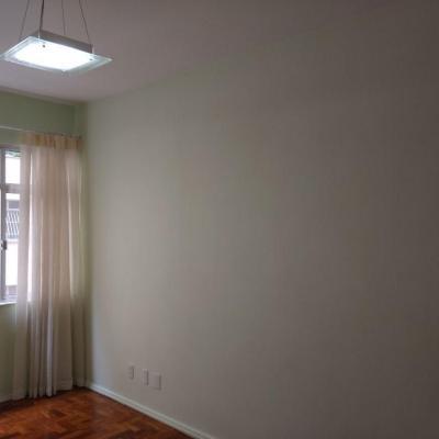 Icaraí Apartamento 1ª quadra da praia 2 quartos suite sem vaga