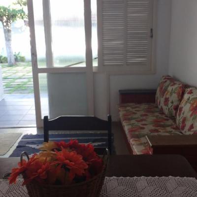 Apartamento térreo Peró Cabo Frio condomínio próximo Shopping
